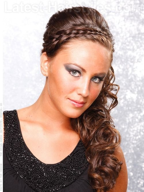The Best To The Side Curly Prom Hairstyles Curls Are Pinned To Pictures