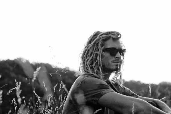 The Best Surfer Hair For Men 50 Beach Inspired Men S Hairstyles Pictures