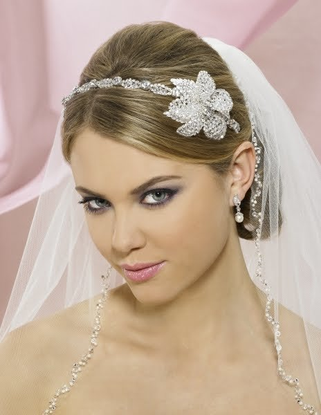 The Best Wedding Tiaras And Veils Wedding Hairstyles With Veil Pictures