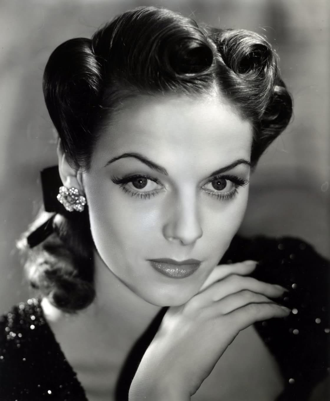The Best Fashionable Forties A 1940 S Updo Tutorial Pictures