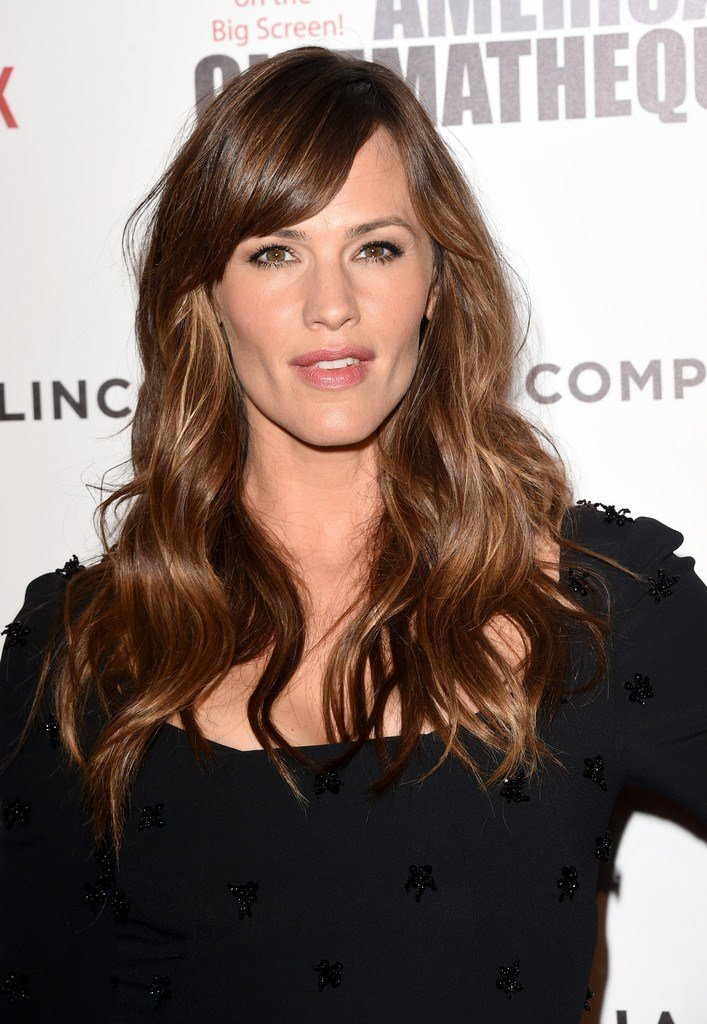 The Best Jennifer Garner S Flowing Waves Haircuts For Women Over Pictures