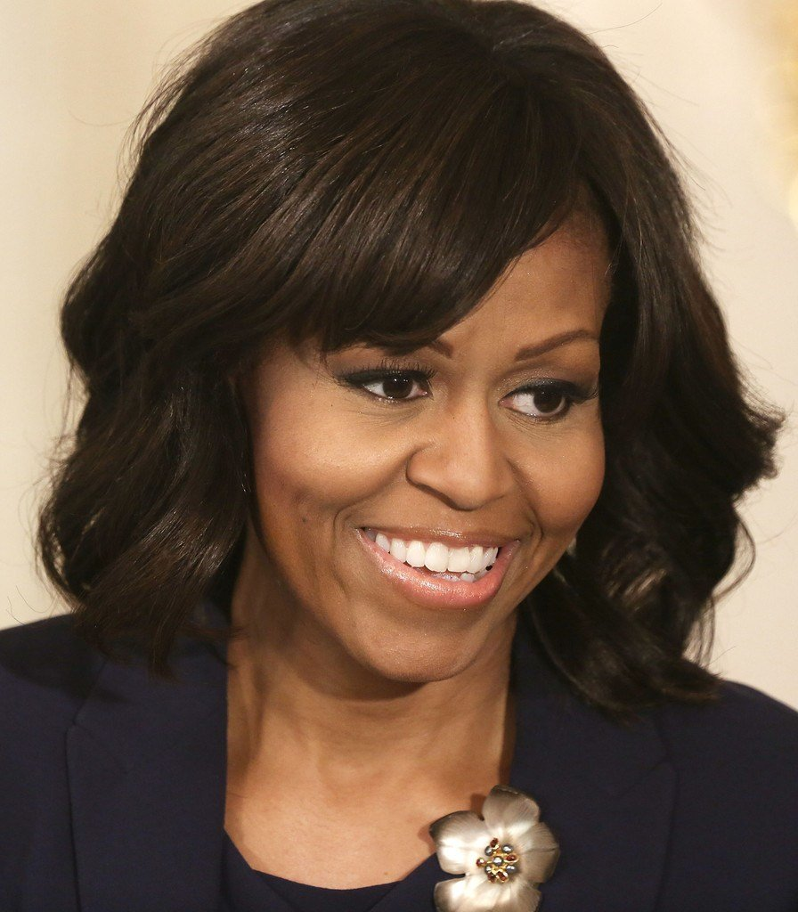 The Best Michelle Obama Medium Wavy Cut With Bangs Michelle Obama Pictures