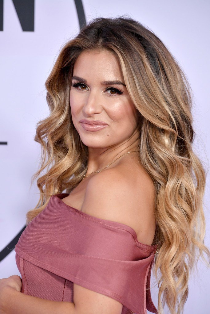 The Best Jessie James Decker Long Wavy Cut Long Hairstyles Pictures