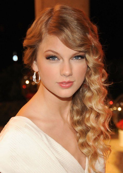 The Best Taylor Swift Side Swept Waves For Long Hair Hairstyles Pictures