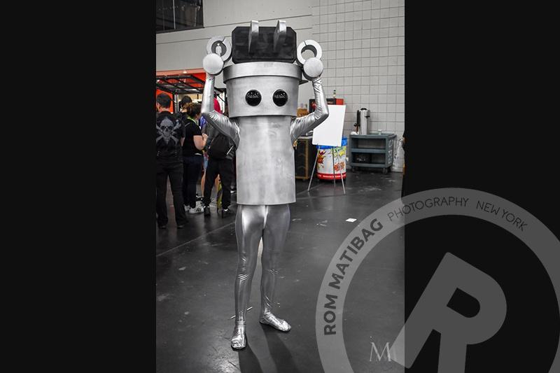 an alien cosplayer