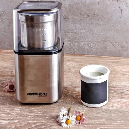 Gewürz- und Kaffemühle ROMMELSBACHER mit Gänseblümchen