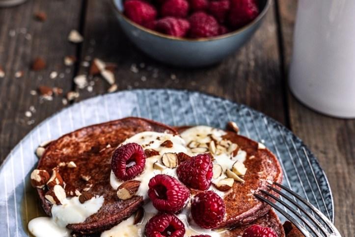 Himbeersmoothie Pancakes vom Grill und Topping