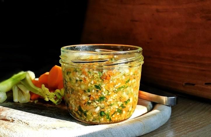 Suppengrün im Glas - haltbare Suppenwürze selbermachen mit Rommelsbacher Multizerkleinerer