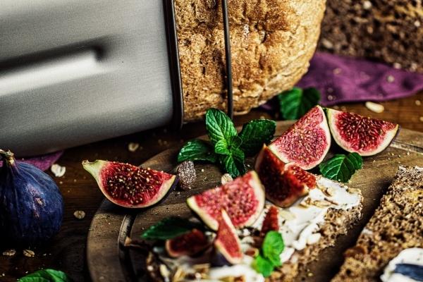 Müsli-Feigen Brot aus dem BA 550 Brotbackautomaten von Rommelsbacher. Bild: QVC