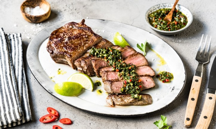 Roastbeef Steak mit Chimichurri Sauce