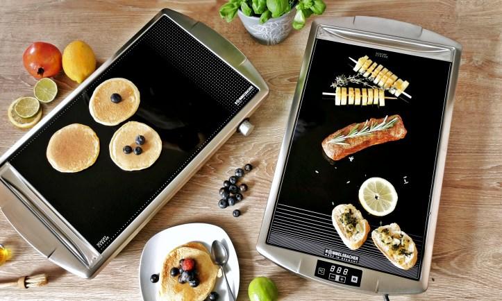 Zwei Ceran Grill Modelle von Rommelsbacher - mit Pancakes belegt und mit Fleisch und Gemüse