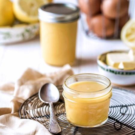 Lemon Curd im Glas auf retro Kuchengitter - Rezept Rommelsbacher