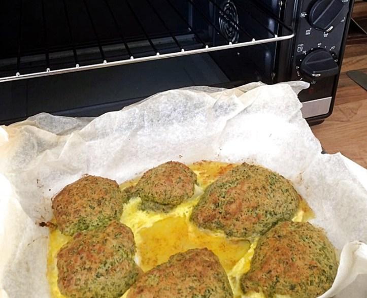 Fischfilet mit Kräuterkruste vor Rommelsbacher Kleinbackofen Mini Ofen