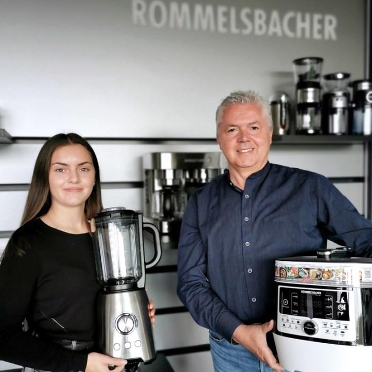 Auszubildende zur Industriekauffrau mit Produktmanager H.J. Ruf - Rommelsbacher sorgt für eigenen Nachwuchs