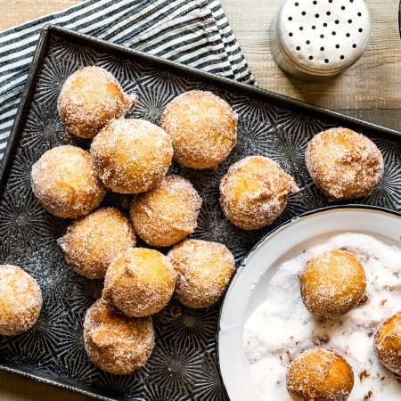 Quarkbällchen frittieren mit innovativer Induktionskochplatte - Frittierte Quarkbällchen mit Zucker auf Blech
