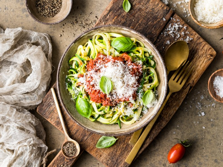 Gemüsenudeln mit Tomatensauce aus dem Ofen - Zoodles aus dem Spiralschneider Gnudel von Rommelsbacher