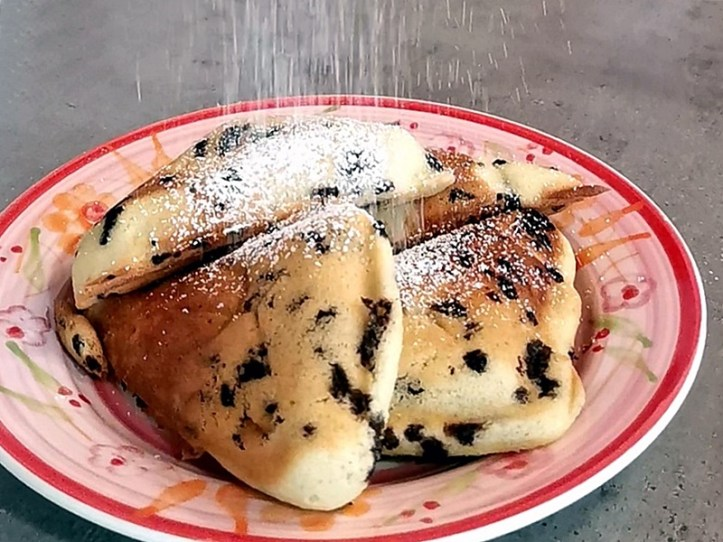 Kuchen aus dem Sandwich Toaster - mit Puderzucker bestäubt - Rezept rommelsbacher