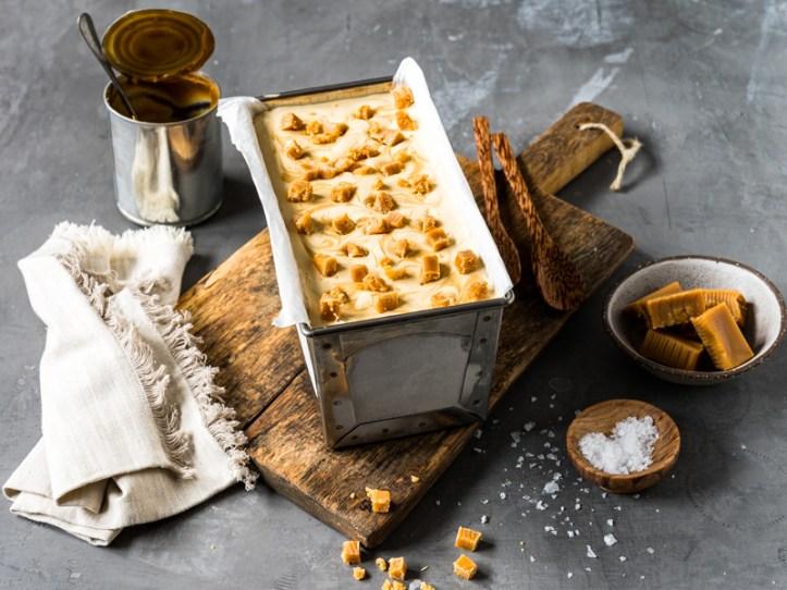 Dulce de Leche Eis mit Karamell Topping - Rezeptbild Rommelsbacher
