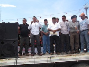 Marchan constructores para exigir consulta ciudadana para la construcción de parque eólico en Juchitán.2