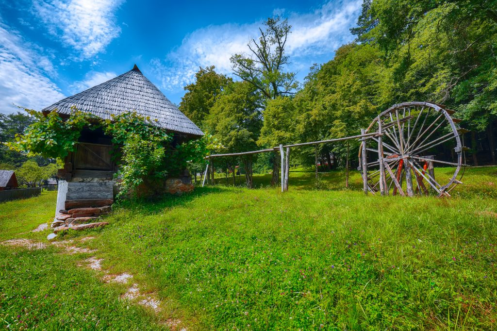 view of traditional romanian peasant houses in tra 99CA62T