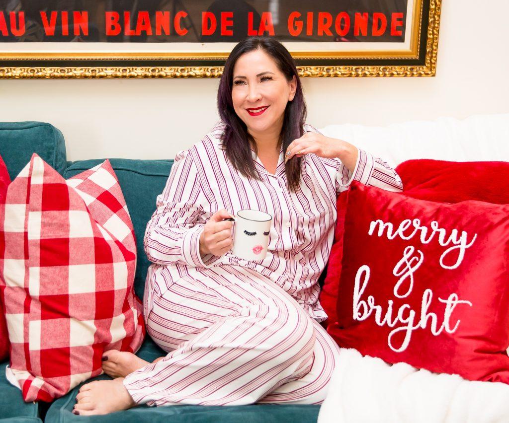 This Holiday Season, I've curated 10 fabulous gifts for all the special people in your life. Whether it's for the beauty junkie, wellness enthusiast or the fashionista, I've got you covered!