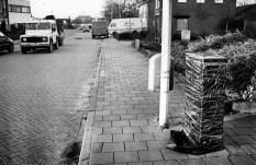 Een ingepakt elektriciteitskastje hoogwater 1995 dorp Ooij bij Nijmegen. Het dorp werd geëvacueerd.