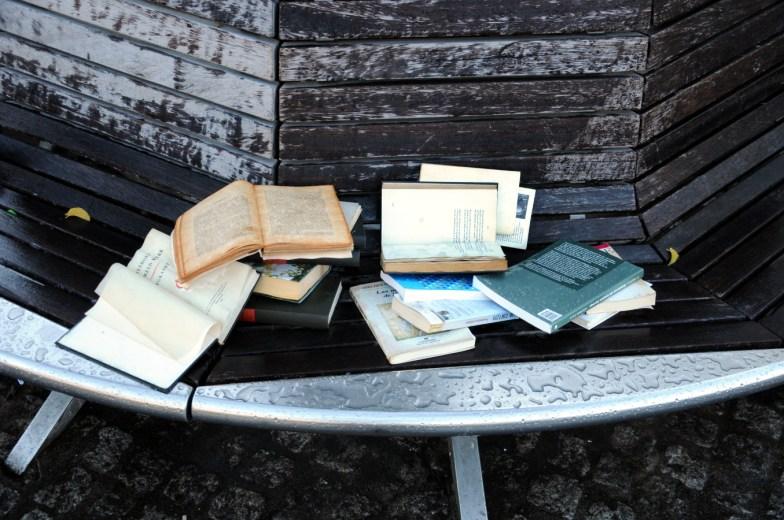Alles van waarde is weerloos (dichter Lucebert 1924-1994).