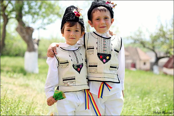 Sfintele-Pasti-in-Tara-Fagarasului-13-foto-Victor-Roncea