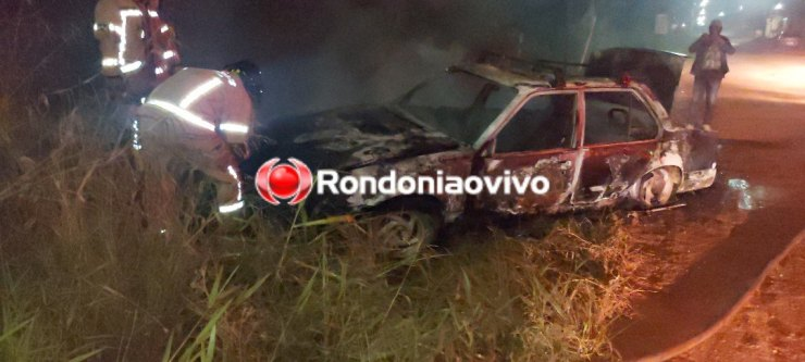 CONFIRA O VÍDEO: Carro é incendiado após motorista fugir de acidente