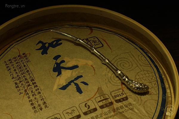 Trâm trúc đoạn bằng bạc dùng để tách trà phổ nhĩ
