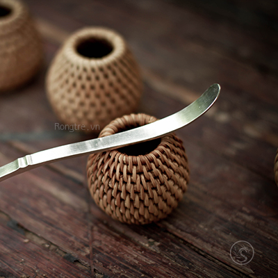 Thìa xúc trà hoặc khơi trà bạc mô phỏng đoạn tre