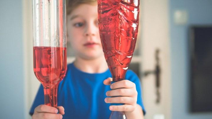 Najfajniejsze eksperymenty dla dzieci, domowe laboratorium i gry edukacyjne (3-12 lat)