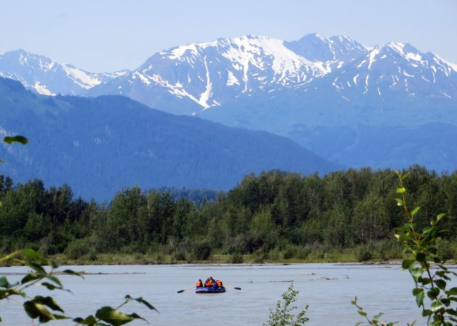 """""""Bloat and Float"""" down the Chilkat River"""