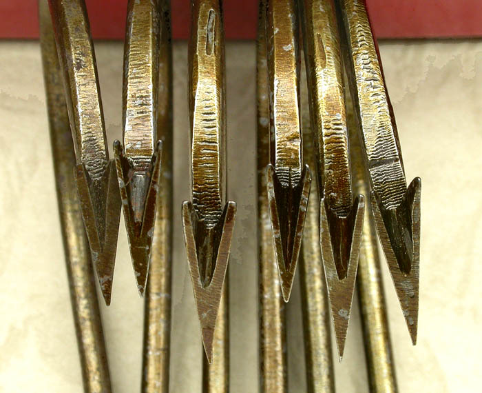 42j A selection of large, about 13/0 hook points with the bends lined up. Note the differences in length and shape.