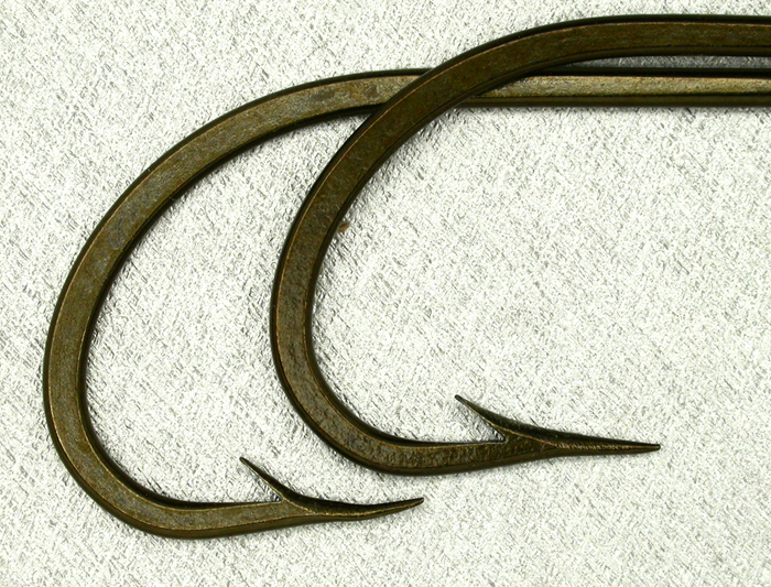 O Mustad & Son, O'Shaughnessy, two sizes, bronzed, forged, offset taper. Paul Rossman gave me two of each of these size hooks. Three have the typical hollow point while one is distinctly an in-turn point (the lower one). More interesting hook questions. Gift from Paul Rossman.