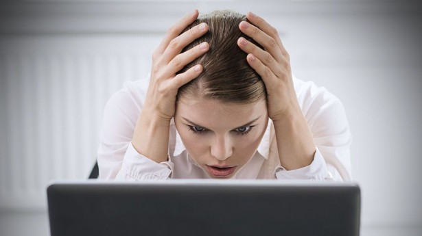 Young-woman-with-computer-worried