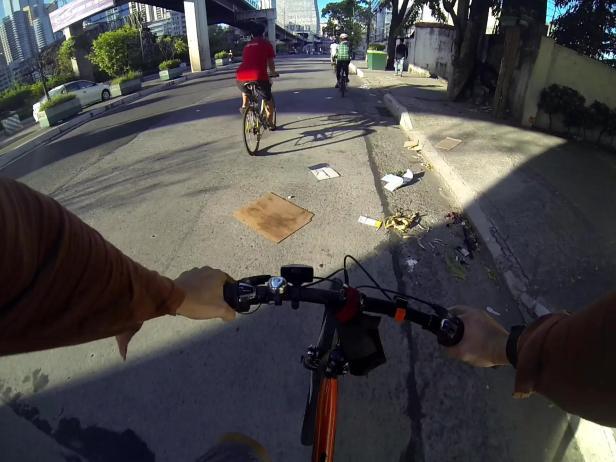 garbage strewn along EDSA