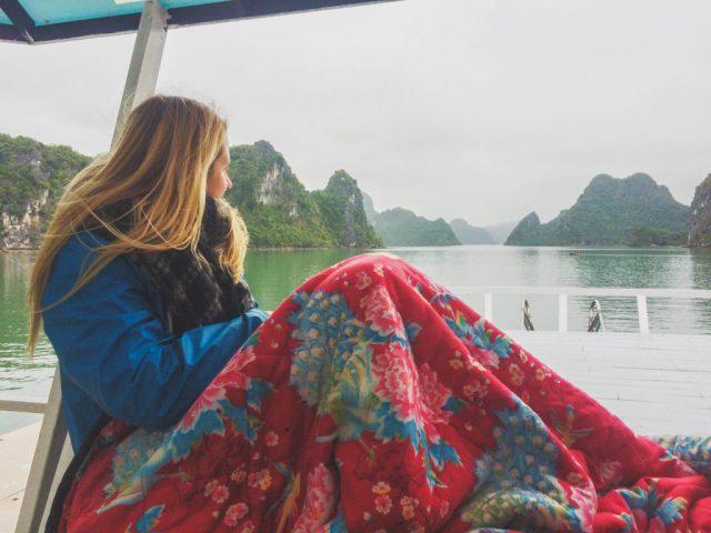 solotravel_travel_female_vietnam_indonesia_Borneo_halong_bay