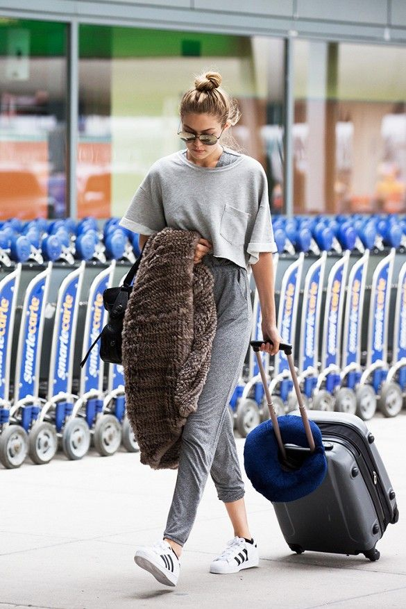 Travel_airport_outfit_rooftopantics_Gigi_hadid
