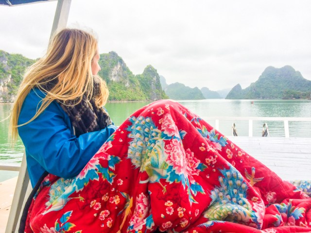 packing_list_raincoat_stylish_travel_halongbay_Hanoi_vietnam_rooftopantics (1 of 1)