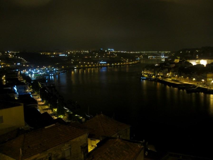 Die Douro-Tal und die Altstadt sind auch im Dunkeln ein eindrucksvoller Anblick.