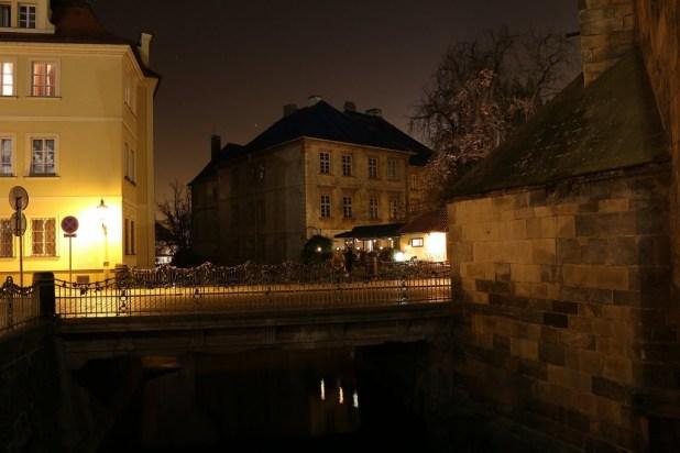 Kampa ist über mehrere malerische Steinbrücken mit Mala strana verbunden