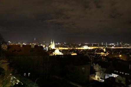 Von der Prager Burg hat man den Überblick über die Moldau und die Altstadt Prags.