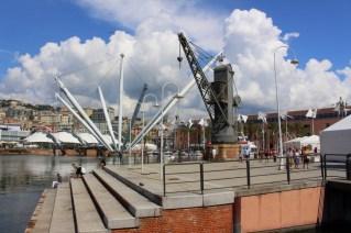 Am alten Hafen finden sich auch noch die alten Verladekräne aus der Zeit, bevor es überall Containerschiffe gab.