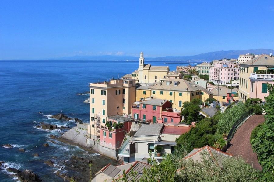 Boccadasse erinnert mit seinen bunten Häusern auch an die Cinque Terre, die ebenfalls nicht weit von Genua sind.