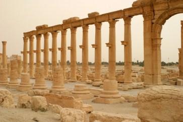 In Palmyra kann man sehr leicht das Aussehen einer römischen Stadt erahnen, denn die Säulengänge sind noch gut erhalten.