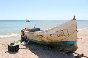 Dieses Fischerboot bringt den frischen Schwarzmeer-Fisch an Land.