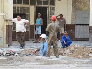 In Kuba wird auch noch die Schippe geteilt, ganz wie früher in der Mangelwirtschaft im Osten.