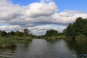 Die Spree bei Beeskow ist sehr wasserreich, die Landschaft sieht auf aus wie in einem Bilderbuch.