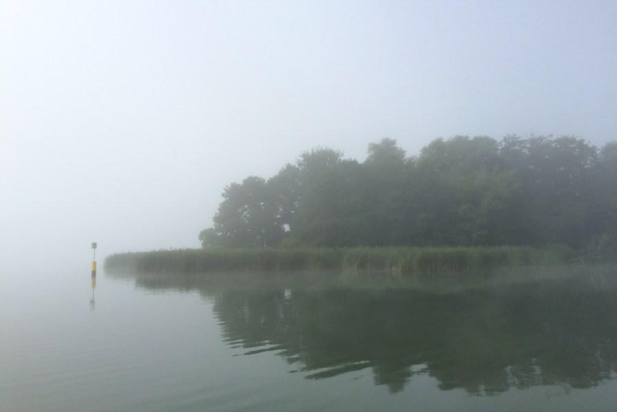 Gegen 10 Uhr konnte man schon einigermaßen sicher durch den Nebel steuern. Dennoch konnte ich mich hauptsächlich anhand der GPS-Koordinatenanzeige in Google Maps auf meinem Smartphone orientieren.